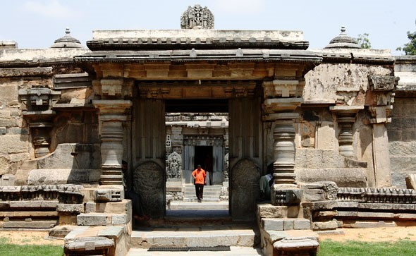 somnathpur-temple-entrance-door-karnataka